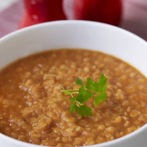 Read more about the article Soupe épicée aux lentilles et aux tomates